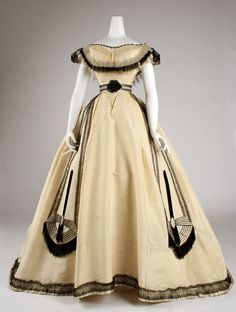 Emile Pingat ball gown, circa 1860 via The Costume Institute of the Metropolitan Museum of Art. people used to wear stuff like this - DAILY. 1800s Fashion, 19th Century Fashion, Victorian Fashion, Vintage Fashion, Victorian Era, French Fashion, Victorian Dresses, Steampunk Fashion, 18th Century