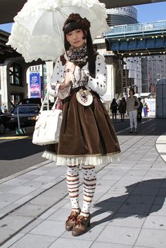 They Are Wearing: Tokyo Fashion Week - Slideshow Japanese Street Fashion, Tokyo Fashion, Harajuku Fashion, Kawaii Fashion, Lolita Fashion, Fashion News, Fashion Outfits, White Collar, Vivienne Westwood