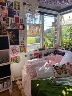 Indie Bedroom, Indie Room Decor, Cute Room Decor, Aesthetic Room Decor, Room Ideas Bedroom, Bedroom Decor, Bedroom Inspo, Chambre Indie, Retro Room