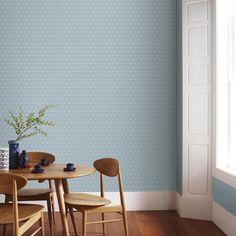 """Papier peint """"Pessaa bleu Lucien"""", signé Sophie Ferjani, 10 m x 52 cm, 18,90 euros le rouleau, Graham & Brown."""