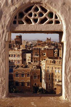 Sana'a, Yemen by Swiatoslaw Wojtkowiak via Flickr ventana al mundo  @michaelOXOXO @JonXOXOXO @emmaruthXOXO  #MAGICALYEMEN