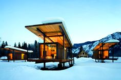 Tom Kundig - Sustainable emergency housing made from shipping containers