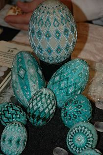 Beaded eggs at the Easter Market in Germany Easter Egg Crafts, Easter Eggs, Brick Stitch Patterns, Beaded Ornament Covers, Seed Bead Crafts, Beaded Christmas Ornaments, Egg Designs, Egg Art, Arte Popular