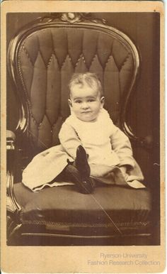 Small Child Sitting Photographed By EW Russell Of Millbrook Ontario FRC 200204 OntarioCarte De VisiteCards
