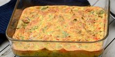 Et væld af grøntsager gemmer sig i den luftige gratin. Vegetarian Recipes, Snack Recipes, Healthy Recipes, Snacks, Lchf, Ratatouille, Couscous Salat, Brunch, Food And Drink