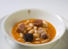 Fabada asturiana Parador de Cangas de Onís Chana Masala, Beans, Vegetables, Ethnic Recipes, Food, Gastronomia, Octopus, Food Recipes, Kitchen