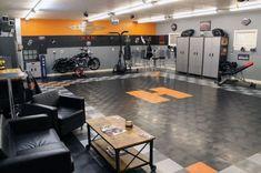 50 Garage Paint Ideas For Men - Masculine Wall Colors And Themes Deck Flooring, Flooring Cost, Garage Flooring, Flooring Ideas, Garage Paint, Garage Walls, Garage Gym, Garage Shop, Garage Interior