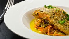Filetto di salmone su verdure croccanti (impanatura di mais)