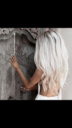 Hair hair styles hair color hair cuts hair color ideas for brunettes hair color ideas White Blonde Hair, Icy Blonde, Platinum Blonde Hair, Gray Hair, Brassy Blonde, Blonde Honey, Blonde Layers, Honey Hair, Brown Blonde