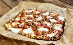 Koolhydraatarme bloemkoolpizza – Judoka Margriet Bergstra Food Blogs, Hawaiian Pizza, Vegetable Pizza, Vegetables, Vegetable Recipes, Veggie Food, Vegetarian Pizza, Veggies