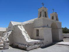 Iglesia de adobe en Chiu Chiu, cerca de Calama, Región de Antofagasta, Chile. Mud brick church in Chiu Chiu, near Calama, Chile