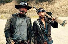 """Whiskey Joe e Howie D. em """"Dead 7"""" Filme """"Dead 7"""" coloca boybands em lutas com zumbis http://www.resenhando.com/2016/03/filme-dead-7-coloca-boybands-para-em.html"""