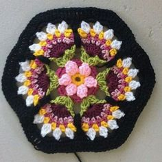 Frida's Flowers Blanket pattern by Jane Crowfoot - Crochet & Knitting - Diagrams. - Frida's Flowers Blanket pattern by Jane Crowfoot – Crochet & Knitting – Diagrams, Squares, St - Mandala Au Crochet, Crochet Motifs, Crochet Flower Patterns, Crochet Designs, Crochet Flowers, Crochet Stitches, Knitting Patterns, Afghan Patterns, Point Granny Au Crochet
