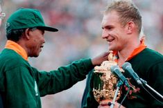 Nelson Mandela shakes hands with Springok captain Francois Pienaar after the Boks defeated New Zealand in the Rugby World Cup final in Johannesburg on June Nelson Mandela, South African Rugby, First Black President, Sports Wall, All Blacks, Rugby World Cup, Shake Hands, Beautiful Moments, Socialism