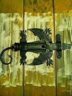 Forged Bolt in the form of a a Dragon Blacksmith Shop, Blacksmith Projects, Metal Projects, Welding Projects, Wood And Metal, Metal Art, Door Hinges, Door Latch, Doors