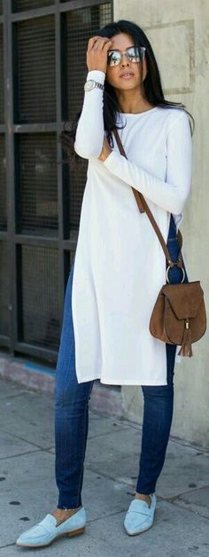 Love this long white tunic top over blue skinny jeans.