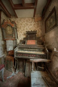 July 2014 - Derelict Places - So sad the piano abandoned. Abandoned Buildings, Abandoned Property, Old Abandoned Houses, Abandoned Mansions, Old Buildings, Old Houses, Derelict Places, Abandoned Places, Haunted Places