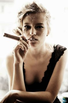 Perfect A Women And Cigar - CIGAR&FASHION EVERY TIME