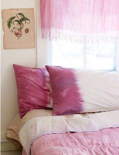 Sweet Paul Magazine- DIY natural dip dye (the pillows were dyed with blackberries) Shibori, Tie Dye Bedding, White Bedding, Peaceful Bedroom, Sweet Paul, Summer Design, White Rooms, White Bedroom, Tye Dye