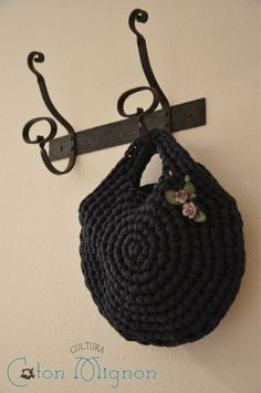 Round crochet bag - free circle diagram #tshirtyarn #trapillo #fettuccia