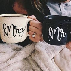 mr and mrs wedding coffee cups. What a cute gift for the newlyweds!