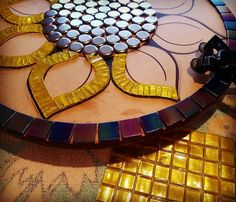 Coming together slowly. Mosaic Stepping Stones, Pebble Mosaic, Mosaic Glass, Mosaic Tiles, Glass Art, Mosaic Crafts, Mosaic Projects, Mosaic Artwork, Mosaic Flowers