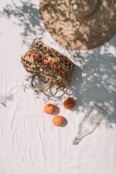 Photography Projects, Fine Art Photography, Travel Photography, Milk Shop, Pretty Photos, Aesthetic Themes, Simple Necklace, Dried Flowers, Color Pop