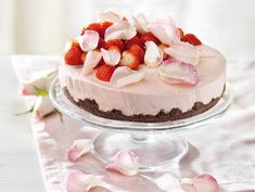 Mansikkarahkakakku Strawberry Cream Cakes, Piece Of Cakes, Something Sweet, Desert Recipes, Cute Food, Food Inspiration, Food To Make, Cravings, Sweet Tooth