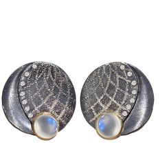 Pre-owned Atelier Zobel Blue Moonstone Diamond Bubble Earrings (12,740 BAM) ❤ liked on Polyvore featuring jewelry, earrings, clip-on earrings, blue moonstone earrings, blue clip on earrings, blue diamond earrings, moonstone jewelry and diamond clip on earrings