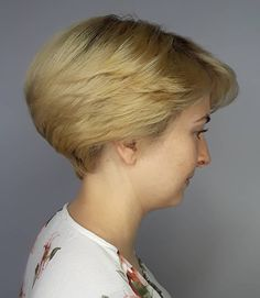 Pretty Women Short Hair Cut Ideas For Winter To Try Asap - Many modern women prefer wearing their hair cut short, especially those who don't have a good deal of time to spend styling and caring for longer hair. Short Stacked Wedge Haircut, Short Wedge Hairstyles, Cute Hairstyles For Short Hair, Short Hair Cuts For Women, School Hairstyles, Prom Hairstyles, Short Hair Lengths, Short Hair Styles, Dorothy Hamill Haircut