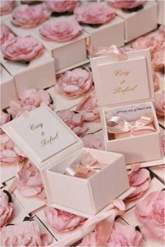 Pink Wedding Decor: 84 inspiring photos – New decoration styles – The Best Ideas Wedding Gifts For Guests, Wedding Favours, Wedding Cards, Diy Wedding, Party Favors, Dream Wedding, Wedding Invitations, Wedding Day, Wedding Souvenir