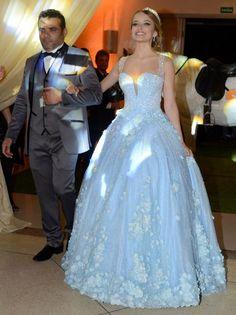 Olha que lindaaa!!!! Geovanna chaves arrasando no vestido azul para a valsa.