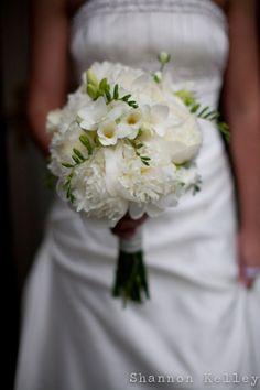 #bouquet Bouquet Wedding, Wedding Flowers, Wedding Dresses, Wedding Day Inspiration, Wedding Ideas, Vase Centerpieces, Tie The Knots, Cut Flowers, Boutiques