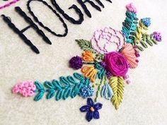 Mi parte favorita  mis flores bordadas  ‼️ #babyhoops #homedecor #craftsposure #embroideryart #handsandhustle #abmcrafty #embroideryartist #needlecraft #stitchersofinstagram #embroideryinstaguild #makersgonnamake #modernembroidery #makersmovement #broderie #DMCthreads #embroideryhoop #handstitched #modernmaker #bordadoamano #hechoamano #hechoenecuador #decohogar #hogardulcehogar #floralembroidery