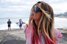 pink ombre hair: chalk the ends for a more so temporary look :) Pink Hair Tips, Pink Ombre Hair, Rose Blond, Blonde With Pink, Sandy Blonde, Brown Blonde, Dip Dye Hair, Dye My Hair, Ombré Hair