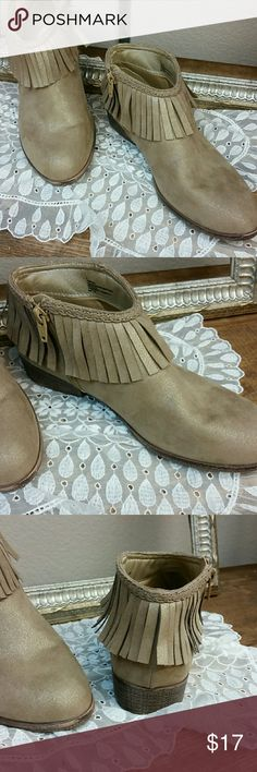 Fringe Tan With Gold Shimmer Booties Size 6 Adorable fringe booties with side zipper Excellent condition Size 6 Stevies Shoes Ankle Boots & Booties