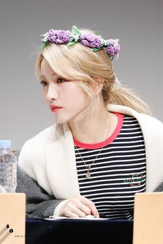 Kpop Girl Groups, Kpop Girls, Pop Hair, Gfriend Sowon, Summer Rain, G Friend, Sabrina Carpenter, Pop Group, Asian Fashion