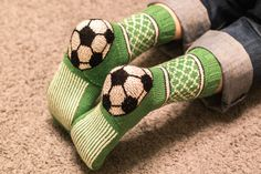 Crochet Socks Pattern, Knitting Patterns, Soccer Socks, Knitting Socks, Yin Yang, Handicraft, Mittens, Slippers, Crafts