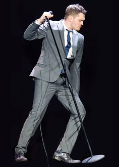 Michael Buble iknows how to handle the microphone (unlike JebB)! Listen to him…