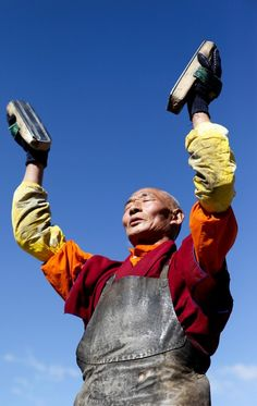 Pilgrim in Tibet Buddha Buddhism, Buddhist Monk, Tibetan Buddhism, Le Tibet, Vajrayana Buddhism, Religion, Buddhist Practices, Om Mani Padme Hum, Bhutan