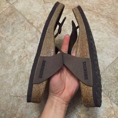 Birkenstock Gizeh in Mocha slightly worn (visible footprints) + worn for less than a year + good condition + comfortable + comes with original box !! Birkenstock Shoes