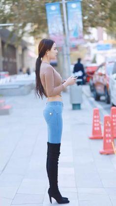 Korean Beauty Girls, Sexy Asian Girls, Beautiful Asian Girls, Fashion 2020, Girl Fashion, Street Fashion, Sporty Fashion, Jean Sexy, Asian Model Girl