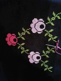 This post was discovered by HU Cross Stitch Flowers, Flower Power, Crafts For Kids, Shabby Chic, Pattern, Handmade, Design, Embroidery, Indian Embroidery