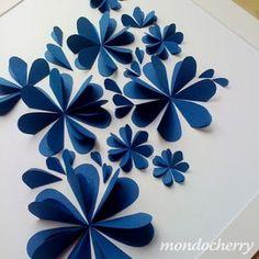 bloemen van hartjes knip soort hartvormpje 1 grote en 1 kleine. Vouw dubbel. kleine in grote plakken.welke.nl