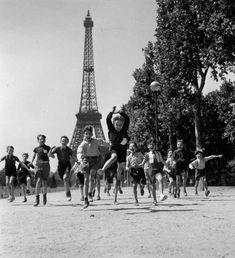 Children playing on the esplanade of the eiffel tower - Paris, by Robert Doisneau