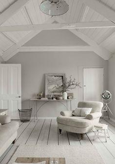 Light Locationin listoilta löytyi tämä Cornwallissa sijaitseva tunnelmallinen Hope House . Harmaavalkoinen värimaailma, ajan patina huo...
