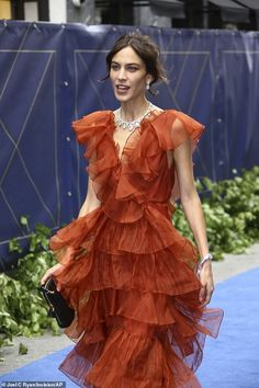 Alexa Chung looks classy in orange ruffle dress at Chopard party Alexa Chung Makeup, Alexa Chung Style, Alex Turner, Silver Gown, Grad Dresses, Dresses Dresses, Celebrity Outfits, Celebrity Style, Ruffle Dress