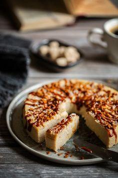 Avec ce gâteau de semoule, j'ai envie de vous faire découvrir le caramel de coco. Un caramel hyper gourmand, tout doux, au bon goût de coco. Biscuits, Doughnut, Food Inspiration, Eat, Ethnic Recipes, Desserts, Butterscotch Chips, Original Recipe, Envy