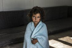 A young Syrian refugee in her mobile home in the Zaatari's camp in Jordan and her experiences throughout the camp.