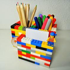 Ines Felix - Kreatives zum Nachmachen: LEGO-Regen-Sonntagsprojekt Lego Desk, Lego Room, Child Development Activities, Lego Activities, Lego Projects, Recycling Projects, Lego Craft, Lego For Kids, Funky Design
